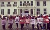 Sebanyak 1000 perempuan Indonesia dari berbagai kelompok dan organisasi bergabung di Kota Tua, Jakarta, untuk mendeklarasikan diri mendukung gerakan #RokokHarusMahal, Sabtu (21/4).