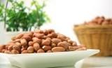 Segenggam kacang-kacangan jadi pilihan camilan yang baik dan mengenyangkan bagi ibu hamil.