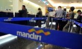 Customers queue at Bank Mandiri in Jakarta. (File)