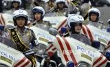 Sejumlah polwan menggunakan motor gede (Moge) mengikuti acara HUT Lalu Lalu Lintas Bhayangkara Polda Metro Jaya ke-62 di Lapangan Utama Kompleks Polda Metro Jaya, Jakarta, Ahad (24/9).