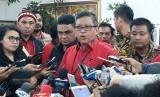 Sekretaris Jenderal PDIP, Hasto Kristiyanto memberikan keterangan terkait pencalonan Gubernur dan Wakil Gubernur di kantor PDI perjuangan