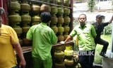 Suasana operasi pasar untuk antisipasi kelangkaan gas elpiji melon (ilustrasi)