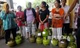 Suasana operasi pasar untuk antisipasi kelangkaan elpiji melon (ilustrasi)