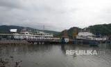 Suasana Pelabuhan Lembar, Kabupaten Lombok Barat, Nusa Tenggara Barat (NTB) pada Rabu (29/11) sore terpantau lengang.