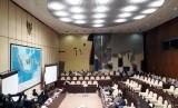 Suasana rapat dengar pendapat terkait pembahasan Perppu Ormas dengan agenda mendengar pendapat dari pakar hukum tata negara, di Gedung DPR, Rabu (18/10).