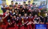 Tim sepak bola Kisrgistan merayakan kemenangan pada turnamen internasional Aceh World Solidarity (AWS) 2017 di Banda Aceh, Aceh, Rabu (6/12).