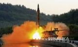 Uji coba rudal balistik yang dilengkapi dengan sistem panduan presisi, di lokasi yang dirahasiakan di Utara Korea.