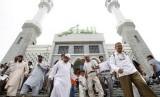 Umat Muslim usai shalat berjamaah di Masjid Sentral Seoul, Distrik Itaewon, Seoul, Korea Selatan.