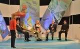 Wakil Ketua DPR RI Taufik Kurniawan (kanan) berbicara dalam sebuah talk show di stasiun televisi TVR1 Romania. Acara talk show tersebut berbincang tentang wisata di Indonesia.