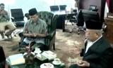 Wakil Ketua MPR RI, Hidayat Nur Wahid (tengah)