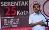 Wakil Presiden Indonesia, Jusuf Kalla memberikan kata sambutan sesaat sebelum pembukaan aksi donor darah yang diadakan oleh Taruna Merah Putih di Kawasan Car Free Day, M.H Thamrin, jakarta Pusat, Ahad (29/3).