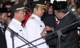 Wali Kota Tangerang, Arief R Wismansyah (tengah).