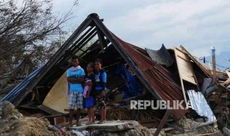 TNI Dirikan Tenda Darurat untuk Sekolah di Sigi