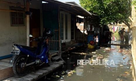 Banjir Rob Landa Pemukiman di Muara Angke
