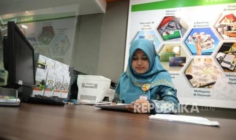 OJK Dorong Kesiapan Emiten Syariah untuk IPO