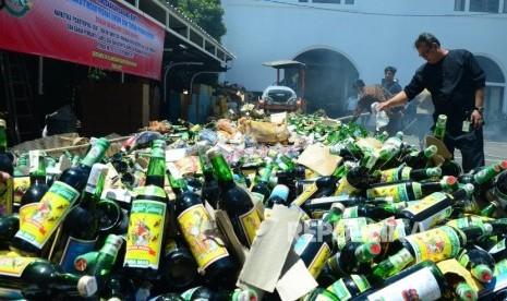Pemkot Bekasi Musnahkan 1.500 Botol Miras