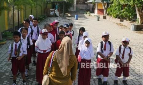 YBM PLN Bantu Sekolah Darurat di Masjid Agung Palu
