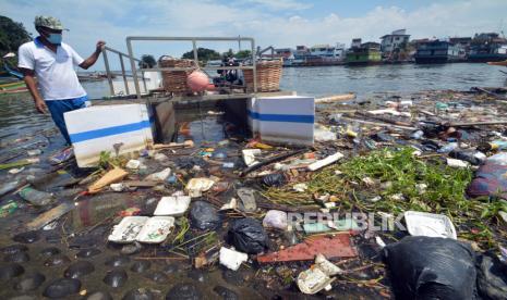 Pemkot Padang Tertibkan Pembuang Sampah Sembarangan thumbnail
