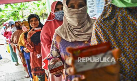 Sisa Penerima Bst Ambil Bantuan Ke Pt Pos Republika Online