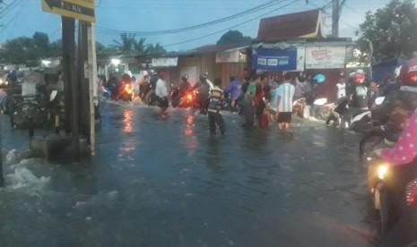 Hujan Deras di Cimahi, Sejumlah Ruas Jalan Terendam Banjir