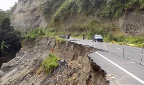 Jalan Magelang-Purworejo Tertutup Longsor
