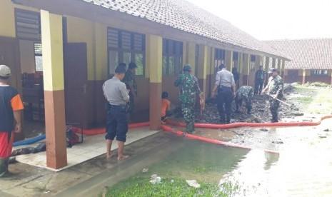 BPBD Sukabumi Salurkan Bantuan untuk Warga Korban Banjir