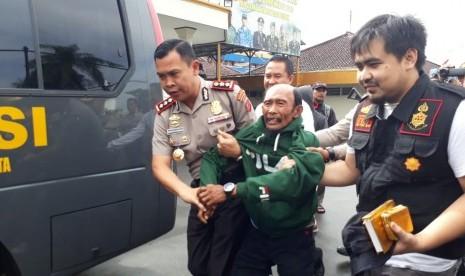 Wali Kota: Pria yang Duduki Alquran Dipastikan ODGJ