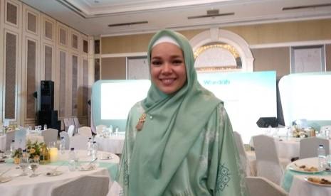 Penyanyi dan aktris Dewi Sandra.