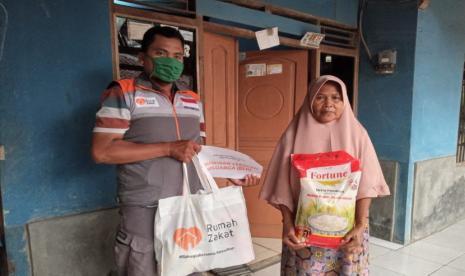 Rumah Zakat Berikan Kado Bahagia untuk Enying