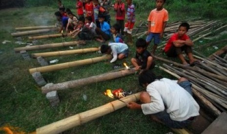 Rekor Meriam Bambu Terbanyak Dipecahkan di Desa Sijang