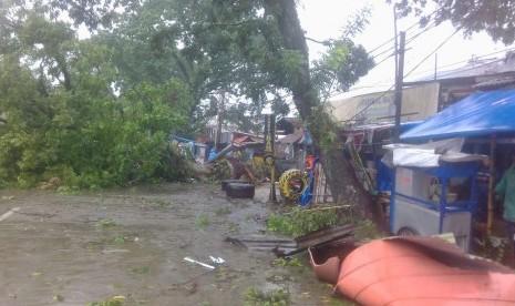 Ratusan Rumah Rusak Akibat Puting Beliung di Bogor