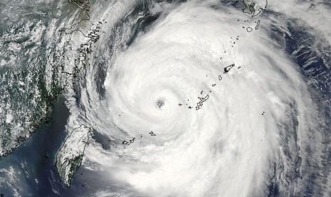 Badai Diperkirakan Menyerang Amerika