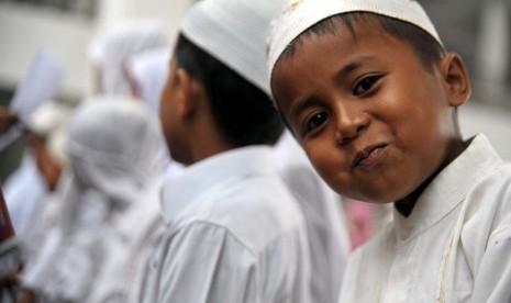 Alumni Petugas Haji DIY Bagikan Santunan 425 Anak Yatim