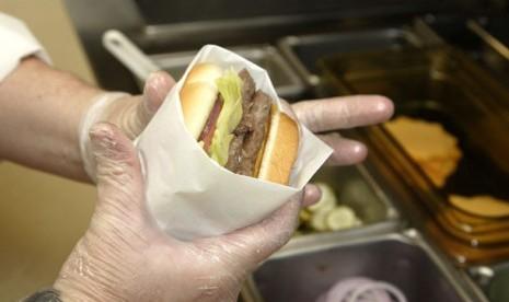 London akan Larang Iklan Junk Food di Angkutan Umum