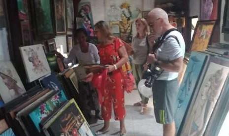 Delegasi Albania Kagumi Lukisan Gusti Nyoman Nodia