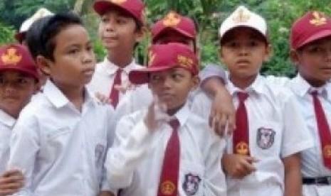 Semen Padang Salurkan Beasiswa untuk 1.097 Penerima