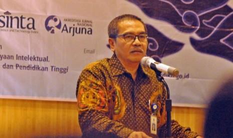 Direktur Jenderal (Dirjen) Penguatan Riset dan Pengembangan (Risbang) Kemenristekdikti, Muhammad Dimyati, saat menjadi pembicara kunci pembukaan Science Technplogy Index (Sinta) Talks 2019 yang digelar di Hotel Grand Candi Semarang, Selasa (19/2).