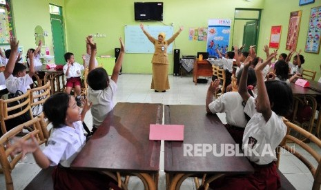 Pemerintah Perlu Lindungi Guru