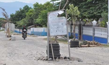 Akses Jalan Rusak di Baturaja Sumsel Ditutup Total