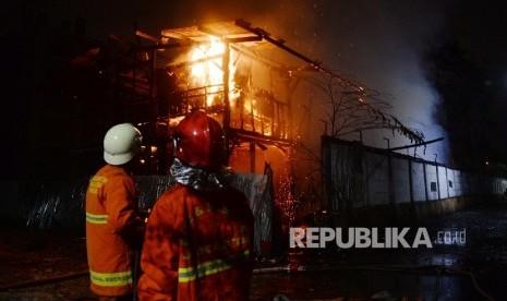 Gara-Gara Ponsel Sebuah Rumah Kebakaran di Ponorogo
