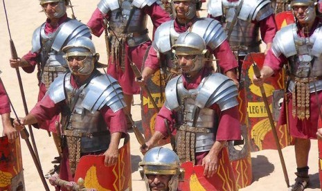 Kisah Sahabat Nabi yang Mencium Kepala Raja Romawi