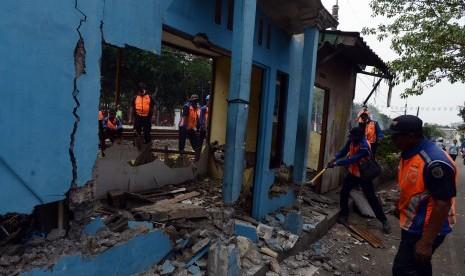 Bangunan Liar di Kota Padang Kembali Dibongkar