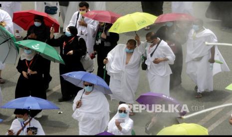 Jamaah Wukuf di Padang Arafah untuk Ritual Puncak Haji
