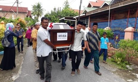 Jenazah Pramugari Shintia Melina Dimakamkan di Padang