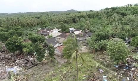 Dharma Wanita Kemenag Serahkan Bantuan 190 Juta ke Banten