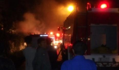 Peternakan Ayam di Cantilan Bandung Terbakar
