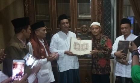 Kolektor Serahkan 9 Manuskrip dan Mushaf Kuno ke Kemenag