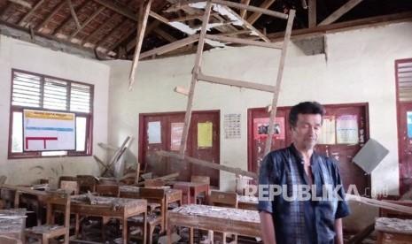 114 Ruang Kelas SD dan SMP di Sukabumi Rusak