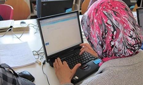 Katya Kotova Sering Mendengar Nenek Berdoa dalam Bahasa Arab