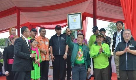 Puncak Kirab Pemuda 2018, Menpora Terima Rekor Muri